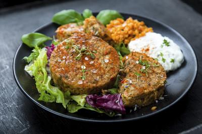 Grünkern-bratlinge mit Salat (vgn)