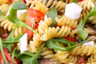 Nudelsalat mit Tomaten & Oliven (vgn)